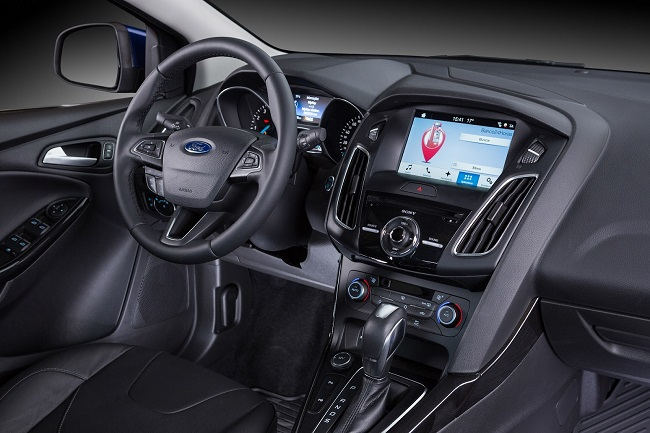 phia nguoi lai xe ford focus ecoboost 2017